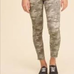 Hollister Low-Rise Super Skinny Crop Pants Camo